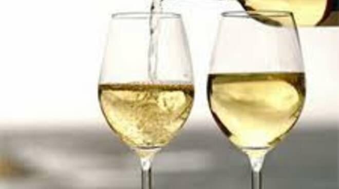 calici vino bianco