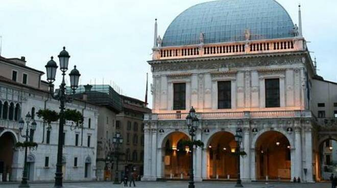 palazzo loggia tramonto