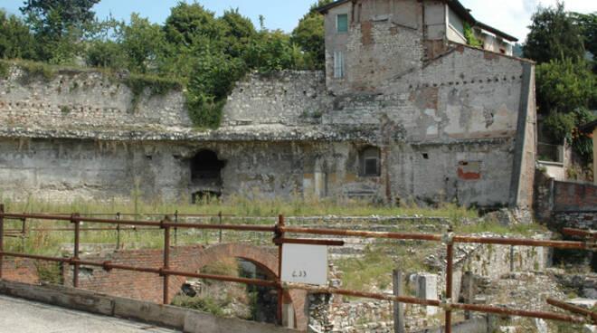 Via_Musei,_Teatro_romano