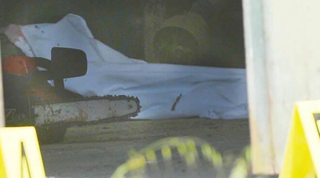 uomo ucciso motosega bertoli