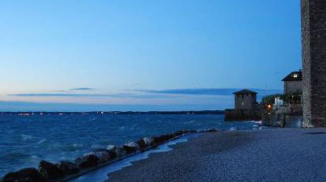 sirmione, spiaggia notte