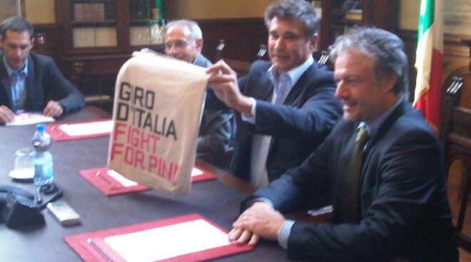 conferenza giro d'italia