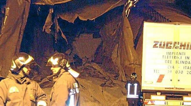 DARE IT CON TITOLO: CEDIMENTO IN GALLERIA NEL BRESCIANO, COINVOLTI VEICOLI