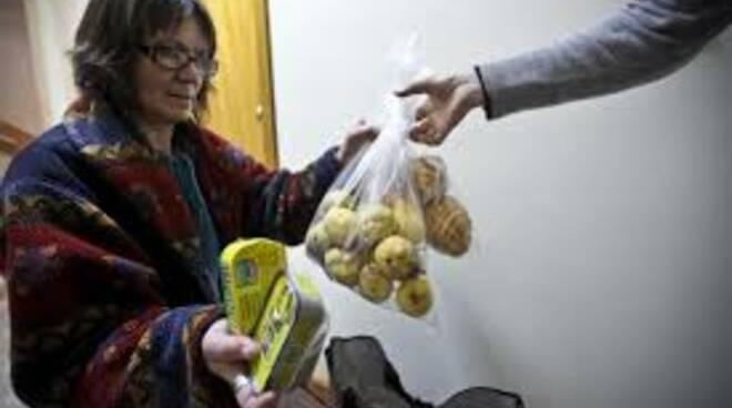 caritas distribuzione cibo