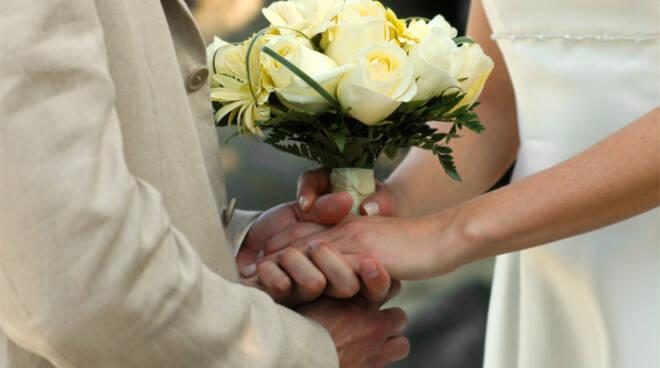Montichiari, nozze per il permesso di soggiorno fermate ...