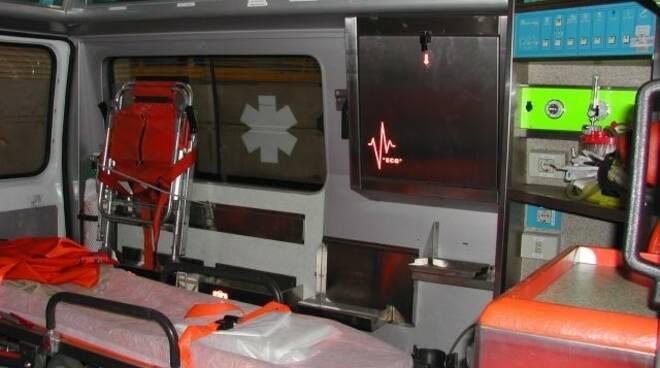 ambulanza con barella