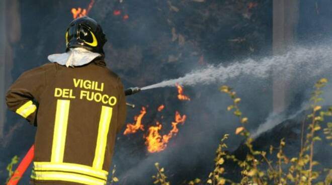 pompieri-incendio-vigilidelfuoco04