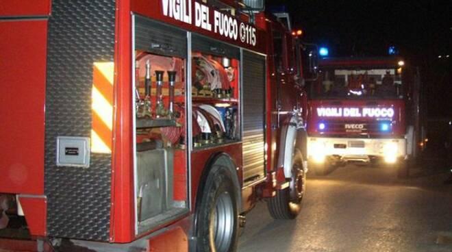 pompieri-incendio-vigilidelfuoco16