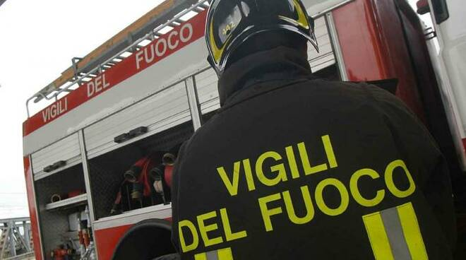 pompieri-incendio-vigilidelfuoco23