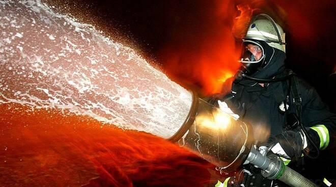 pompieri-incendio-vigilidelfuoco25