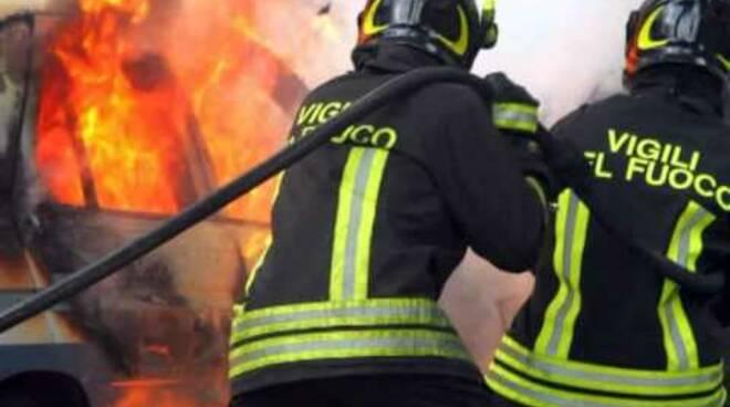 pompieri-incendio-vigilidelfuoco7