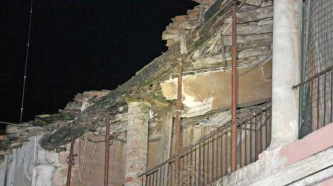 Crollo tetto