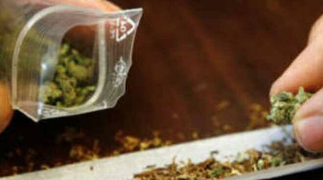 darfo-richiedente-asilo-spaccia-marijuana