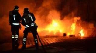 bornato-incendio-baracche-vigili-fuoco