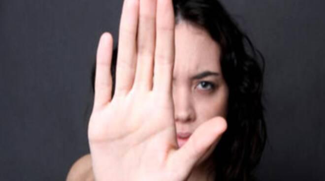 stop-aggressione-donna-700x240
