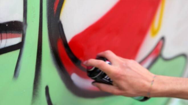 salò-vandali-spray-centro-storico