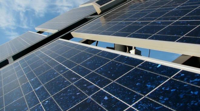 moglia-pannelli-solari-rifiuti-capannone-denunce