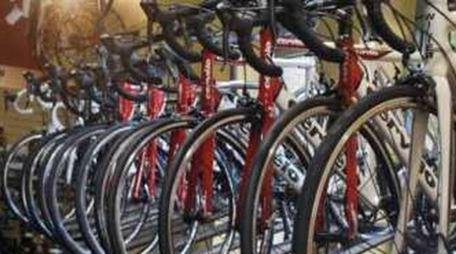 desenzano-divieto-bici-centro