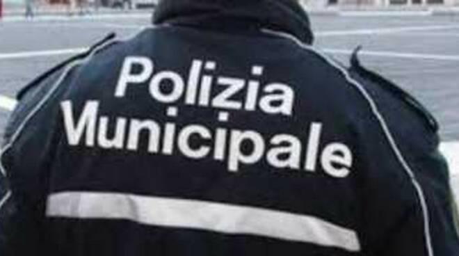 rovato-polizia-profumi-falsi-auto