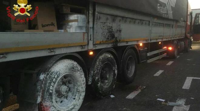 Camion-incidente-a4-sostanze