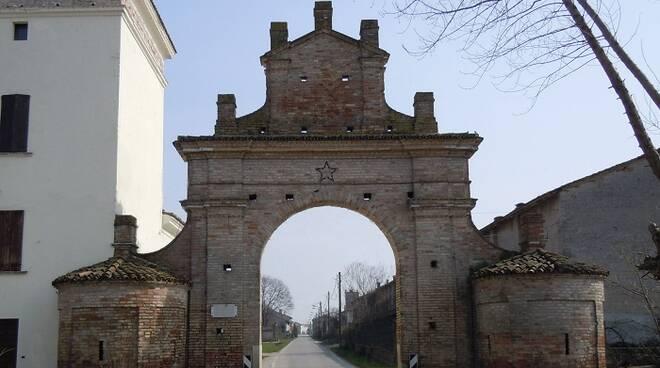 Gambara-Porta_di_ingresso_di_Corvione