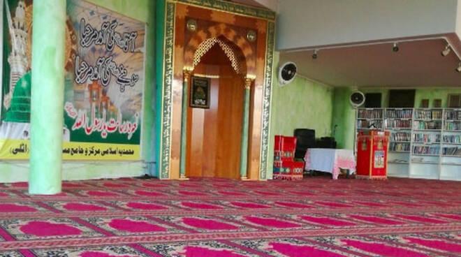 funerale-moschea-bambino-suicida-travagliato