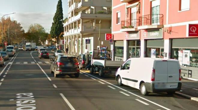 Via-Corsica-anziano-bici-grave-brescia