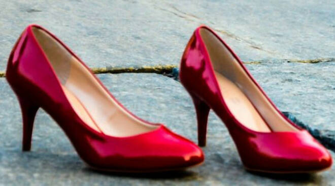 sale marasino via scarpe rosse violenza donne quibrescia sale marasino via scarpe rosse