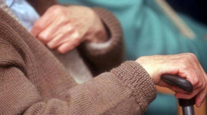breno-minaccia-soldi-genitori-anziani-droga
