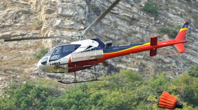 Botticino-elicottero-incendio-boschivo