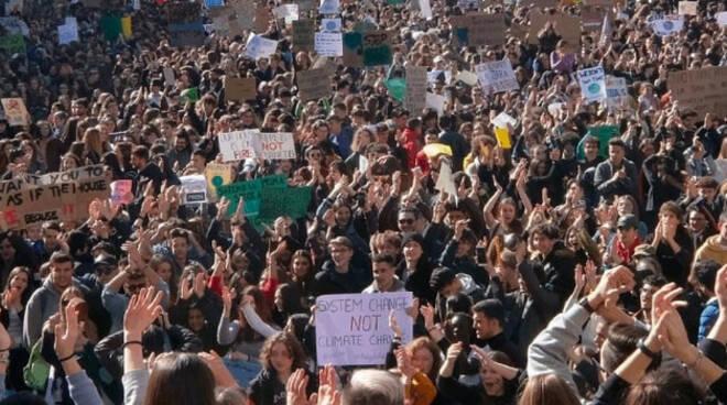 Clima-brescia-studenti-piazza