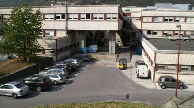Ospedale-Esine-primo-intervento-mano
