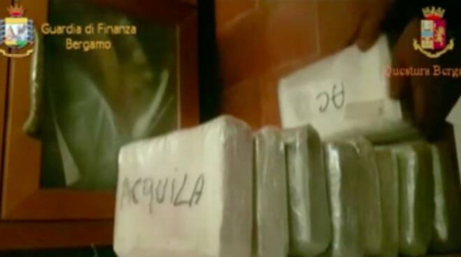 Cocaina-calcio-urago-oglio-arresti