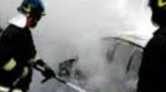 gargnano-auto-fiamme