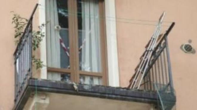Balcone-cade-via-montegrappa-proprietaria-assolta