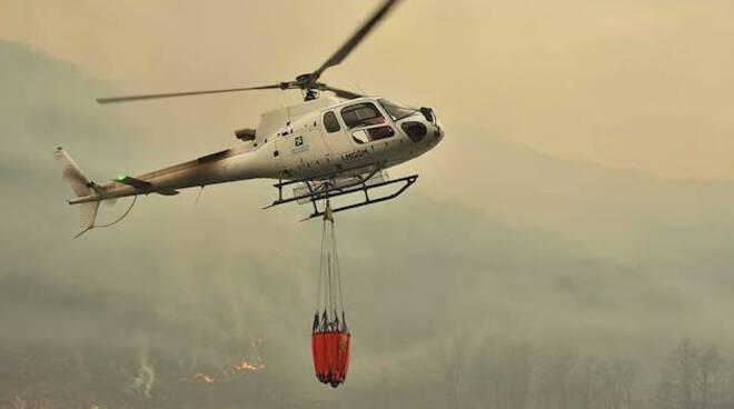 Elicottero-spento-incendio-temù