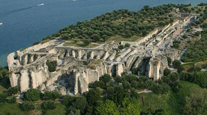 Grotte-Catullo-castello-sirmione-vandali