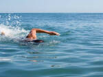 nuoto-lago-iseo-bagnante-soccorso