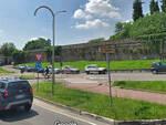 Rovato-auto-fuori-strada-via-franciacorta