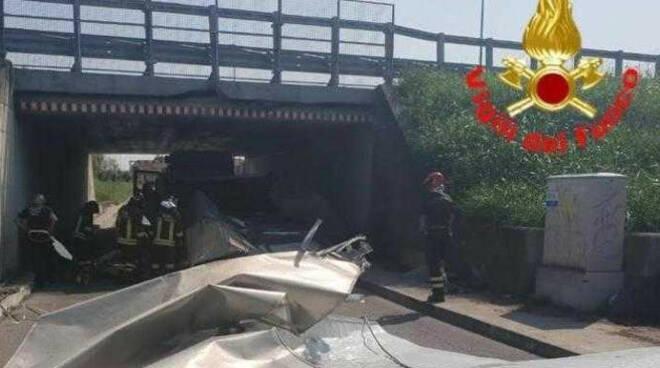 Ponte-no-danni-camion-bloccato