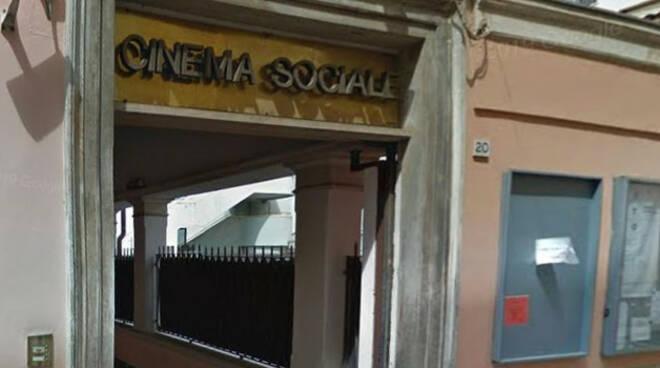 cinema-sociale-via-cavallotti-anziana-insultata