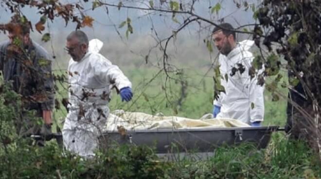 azzano mella uccide bastonate impicca altalena