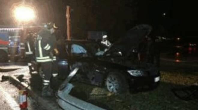 brescia auto fuori strada contro guardail muore 28enne