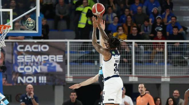 basket brescia vince rimonta derby cremona