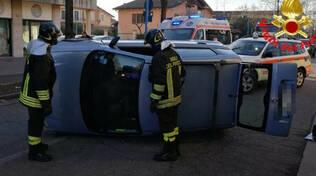 brescia auto tre anziani ribalta villaggio sereno