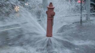 chiari vandali svuotano idranti estintori scuola