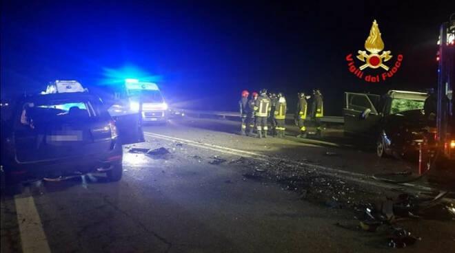 esine frontale auto statale 42 tre feriti