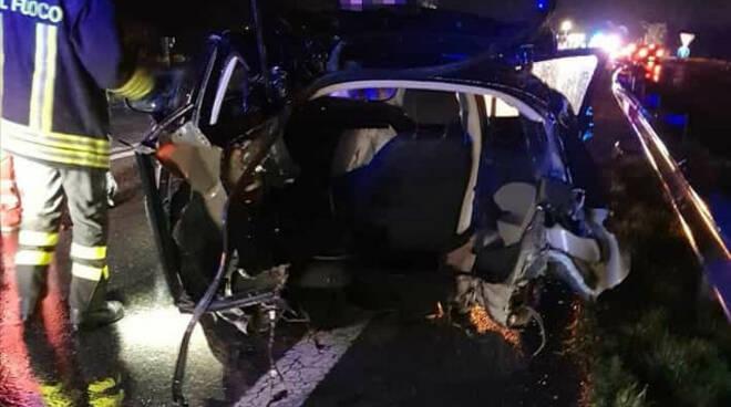 esine incidente auto ss 42 feriti ospedale