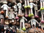 femminicidio sparite bambole parete via gambara