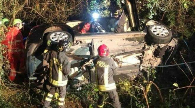 passirano finisce scarpata sp 19 autista ferito